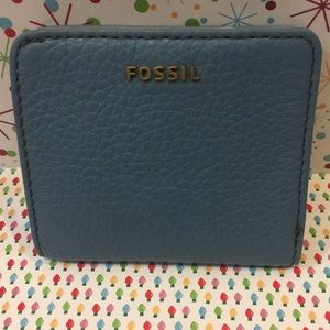 NWT Fossil Madison bi fold mini wallet. Caribbean